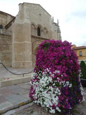 """""""Cascada de flores""""  en la Real Colegiata de San Isidoro, de León"""